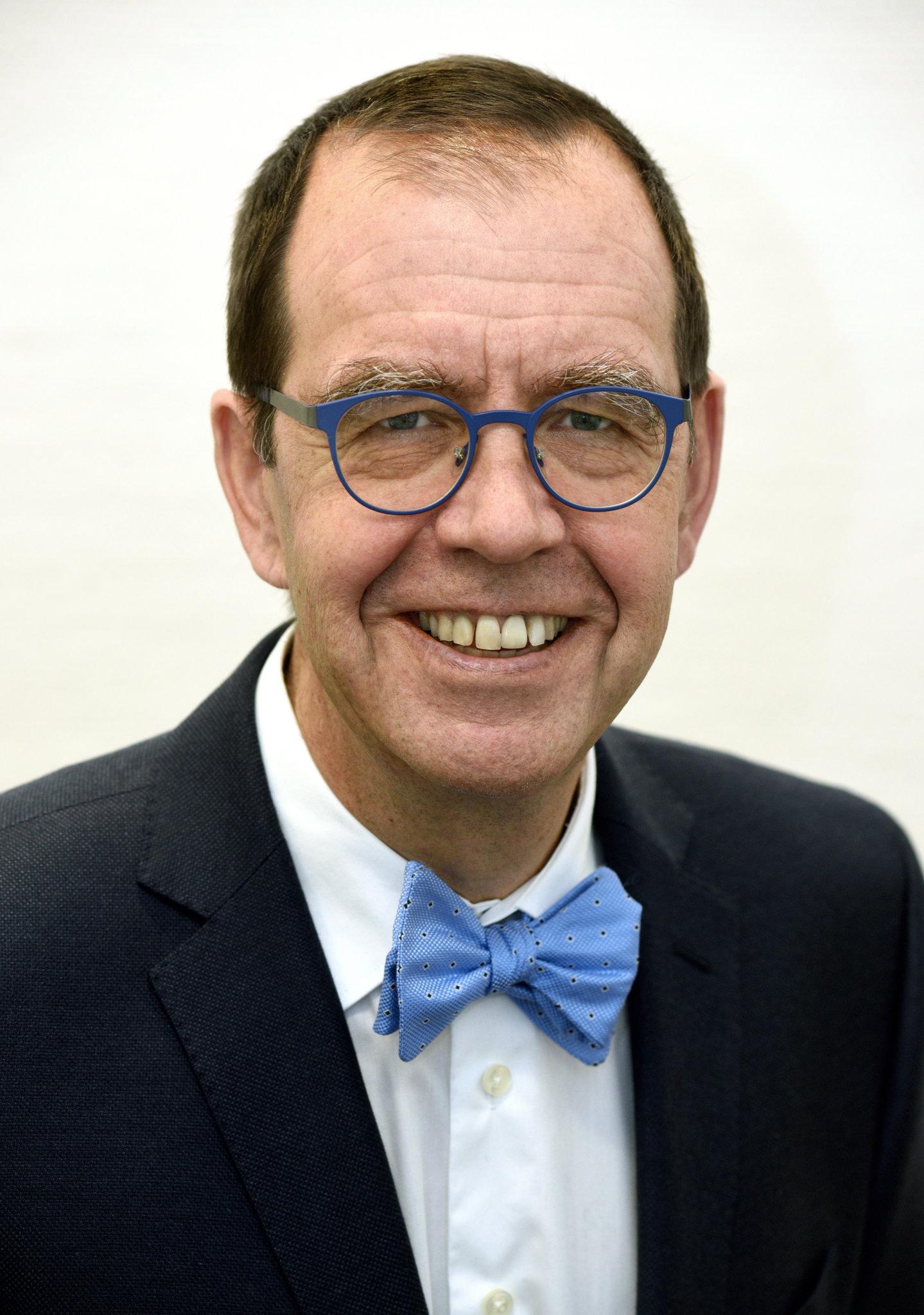 Dr. Oliver Lembcke